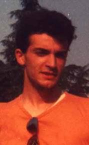 Elvis Presley dei poveri (ciò dimostra che avevo i capelli!) nell'estate 1988 all'Idroscalo.