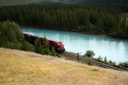 Treno e Bow River