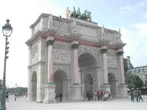 Arco Piccolo davanti al Louvre